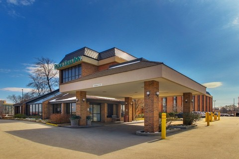 Drury Approved Photography for Pear Tree Inn St. Louis Exterior 02 1