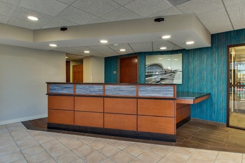 Drury Approved Photography for Pear Tree Inn St. Louis Front Desk 02