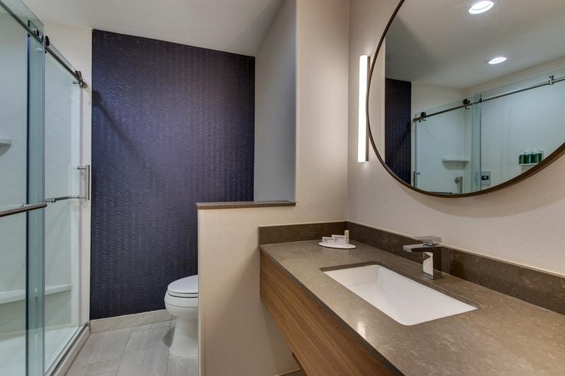 Marriott approved photography for Fairfield inn Houston Brookhollow - FF HOUFB Guest Bathroom 01