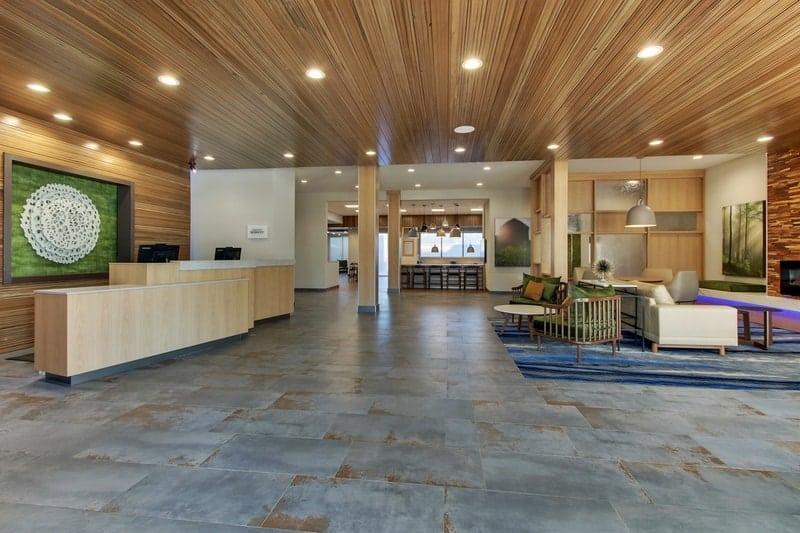 Marriott approved photography for Fairfield inn Houston Brookhollow - FF HOUFB Lobby 01