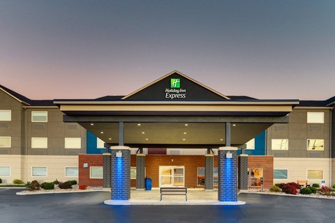 Professional hotel photography of Holiday Inn Express exterior