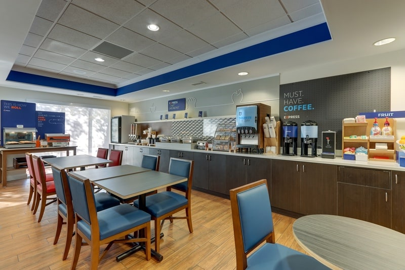 IHG Approved Photography for Holiday Inn Express Dayton Centerville Breakfast 01