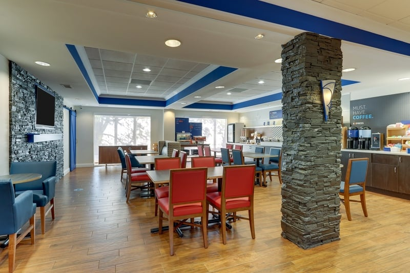 IHG Approved Photography for Holiday Inn Express Dayton Centerville Dining Area 01