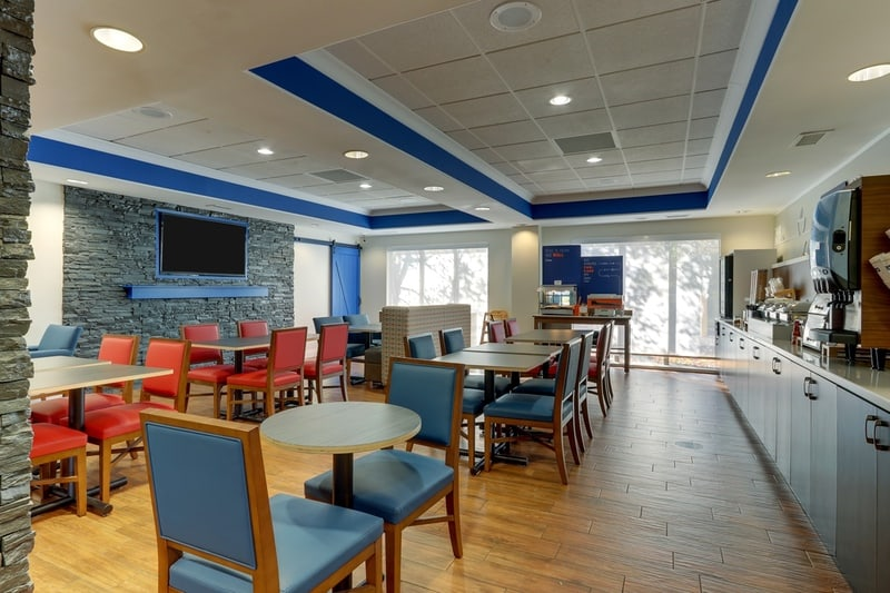 IHG Approved Photography for Holiday Inn Express Dayton Centerville Dining Area 02