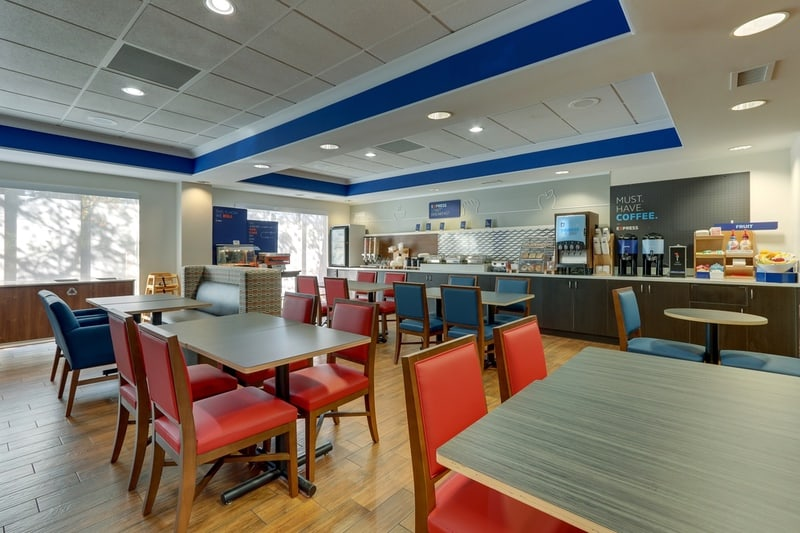 IHG Approved Photography for Holiday Inn Express Dayton Centerville Dining Area 03