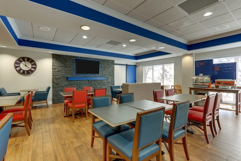 IHG Approved Photography for Holiday Inn Express Dayton Centerville Dining Area 04