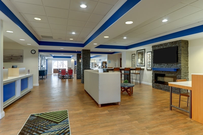 IHG Approved Photography for Holiday Inn Express Dayton Centerville Lobby 01