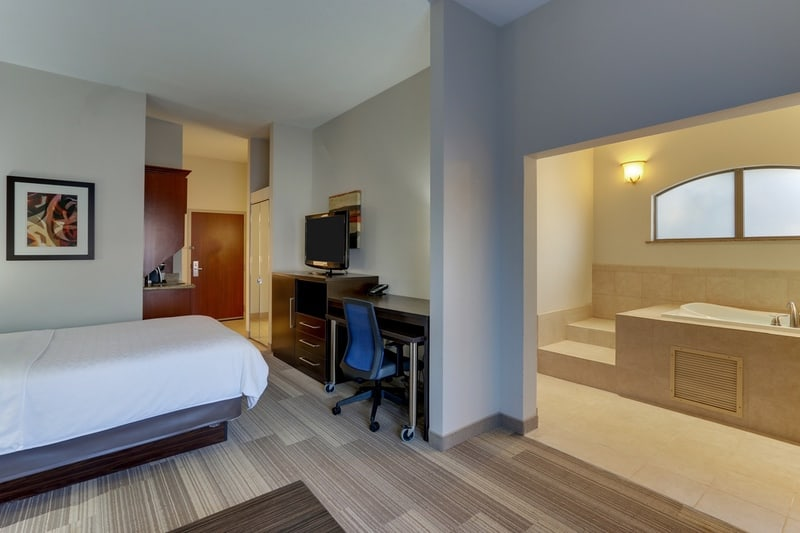 IHG Approved Photography for Holiday Inn Express Dayton Centerville XFTN 05