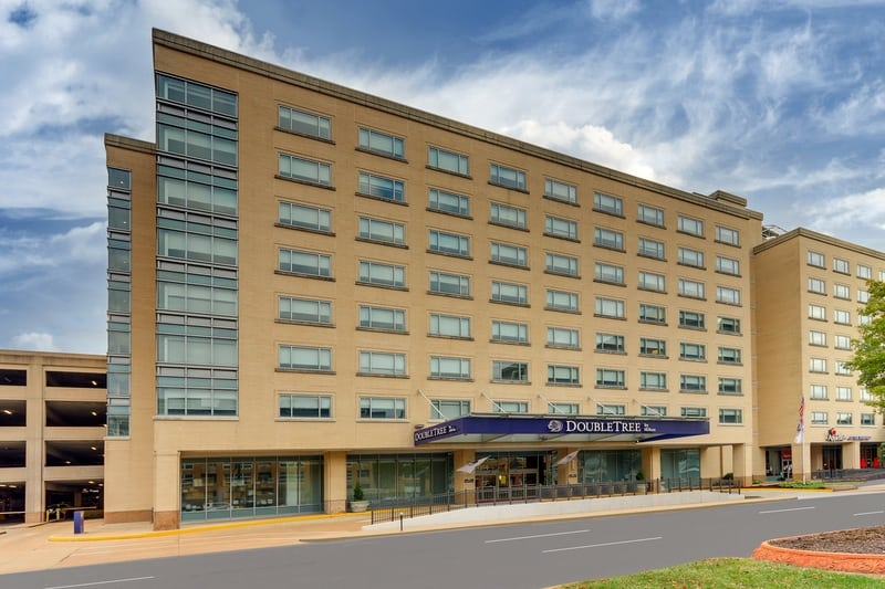 Hilton approved hotel photography for doubletree stl forest park Exterior 01