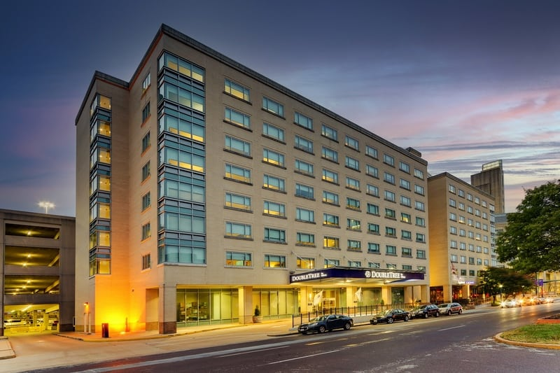Hilton approved hotel photography for doubletree stl forest park Exterior 04