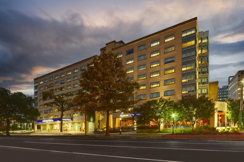 Hilton approved hotel photography for doubletree stl forest park Exterior 06