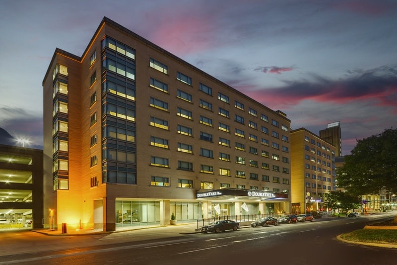 Hilton approved hotel photography for doubletree stl forest park Exterior 08