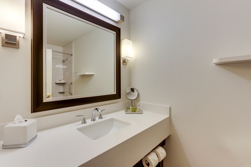 Hilton approved hotel photography for doubletree stl forest park Guest Bathroom