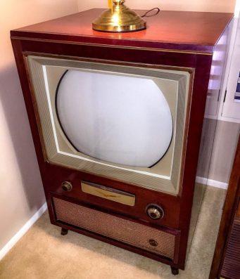 Vintage RCA Color TV