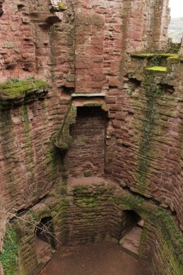 24-goodrich-castle-herefordshire-england