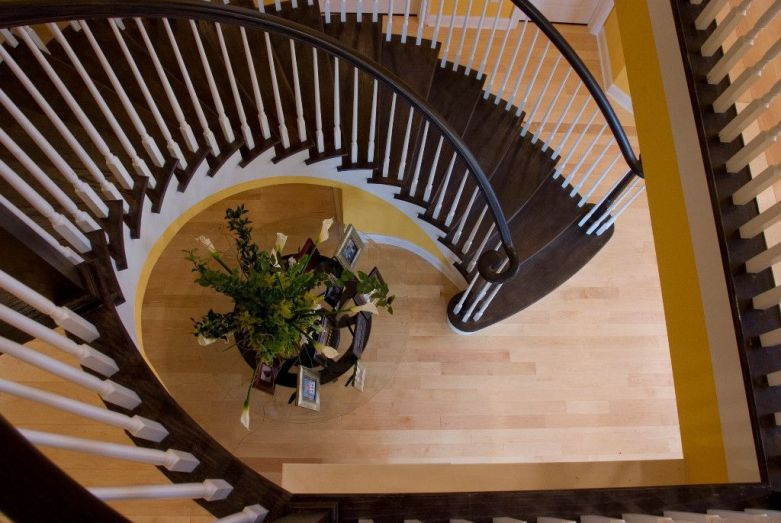 Traditional Curved Staircase 36
