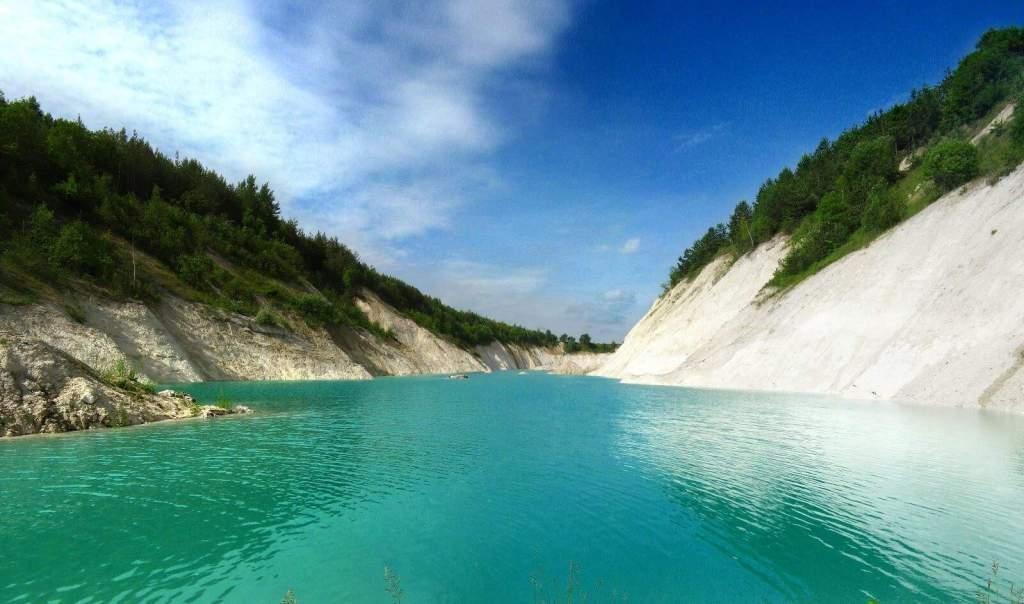 Бирюзовая вода Меловых карьеров, достопримечательности Беларуси