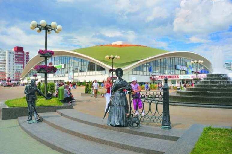 Комаровский рынок в Минске, скульптура