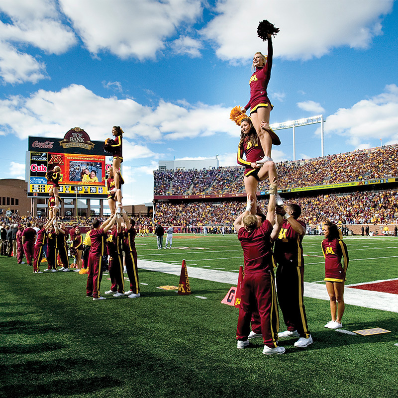 UofM_Football-cheerleaders