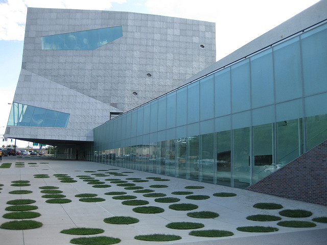 "Walker Art Center, Minneapolis. Image by <a href=""https://flic.kr/p/6vdTM1"" target=""_blank""> Richie Diesterhoft/flickr</a>"