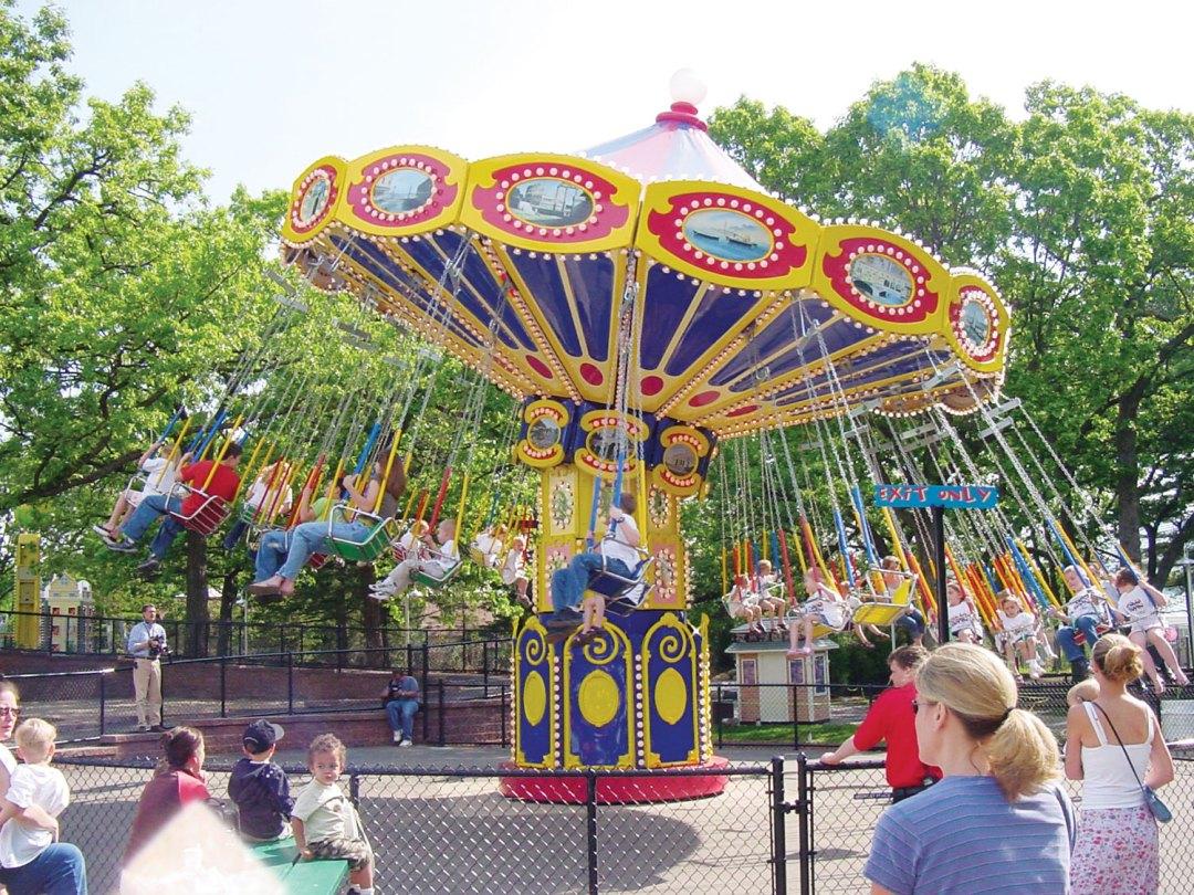 Como Town Swing Ride. Image by Como Zoo