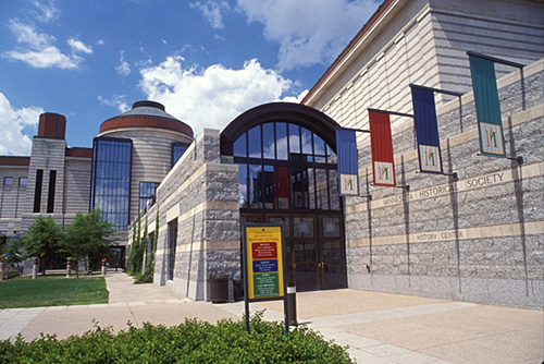 "Entrance to Minnesota History Center. Image by <a href=""https://flic.kr/p/4FMa11"" target=""_blank""> Mark Goebel/flickr</a>"