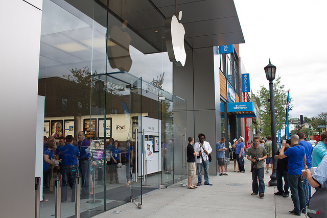 """Apple Store in Uptown, Minneapolis. Image by <a href=""""https://flic.kr/p/8bzZdX"""" target=""""_blank""""> Tony Webster/flickr</a>"""