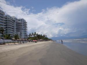 Nuevo Vallarta / Flamingos: Flamingos Beach in Nuevo Vallarta Mexico