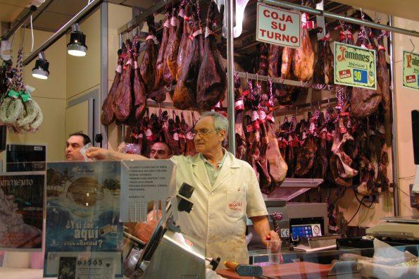 Dove comprare prodotti tipici a Siviglia jamon olive vino