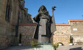 Estatua de Santa Teresa en Alba de Tormes