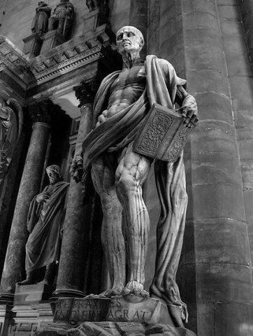 Estatua de la piel desollada de San Bartolomé