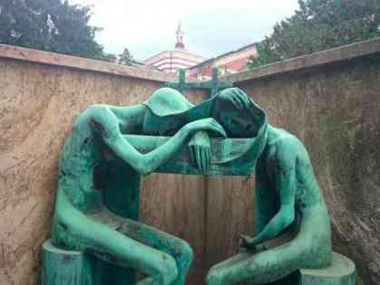 Tumba La casa del sueño del Cementerio Monumental de Milán - visitas guiadas milan