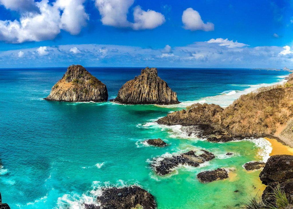 Dia ensolarado no Arquipélago de Fernando de Noronha - Pernambuco - Brasil.