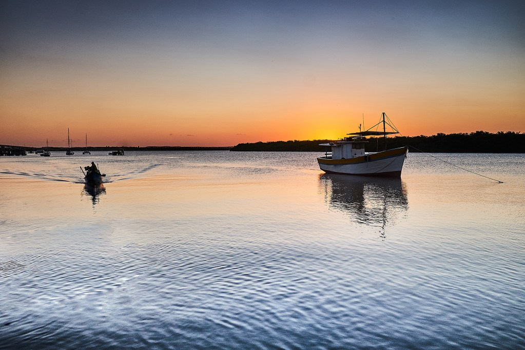 This is one of the most popular tourist spots in the city of Aracaju, where it has a wonderful sunset.