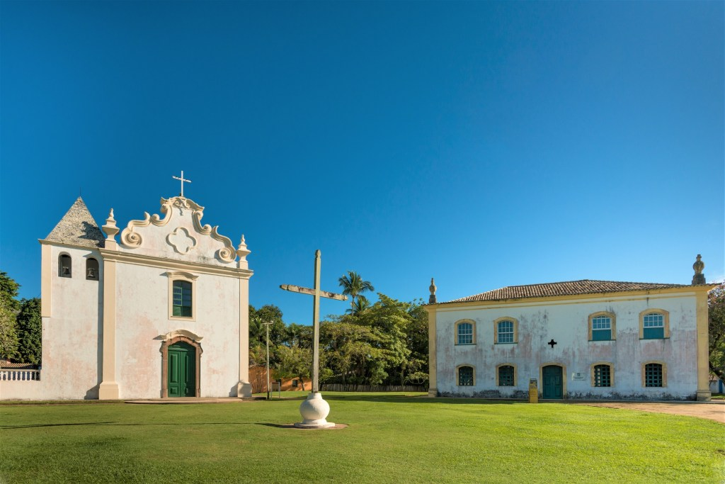 """The Nossa Senhora da Penha Matrix Church and the old """"Commerce house and prison"""", are part of historical site in the Cidade Alta of Porto Seguro. The square named Pero Campos Tourinho, includes three churches and other buildings, restored by the State Government for the 500th anniversary celebration of Brazilian discovery."""