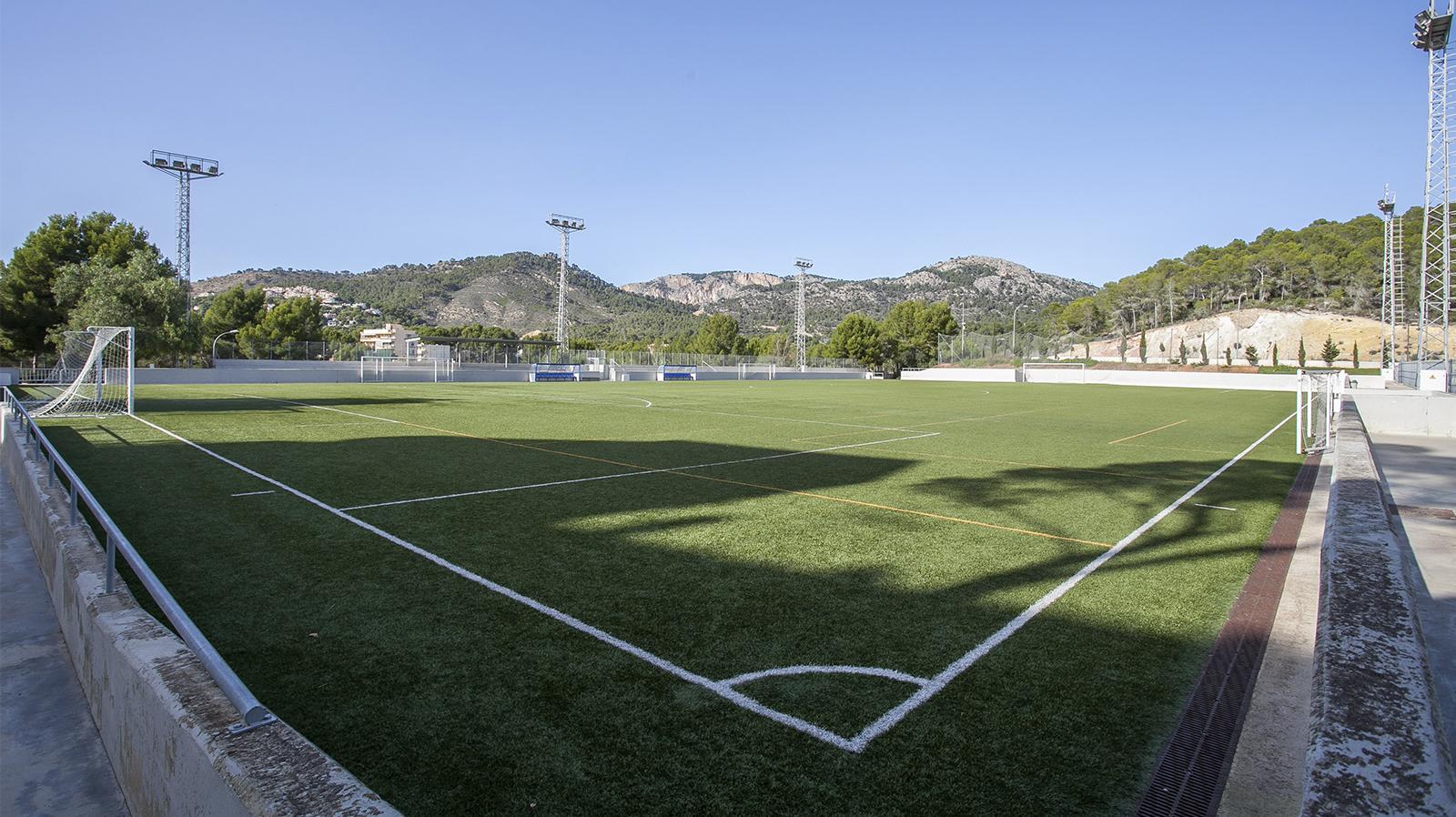 Football pitch in Peguera. Entrenar fútbol en Mallorca. Campo de fútbol de Peguera