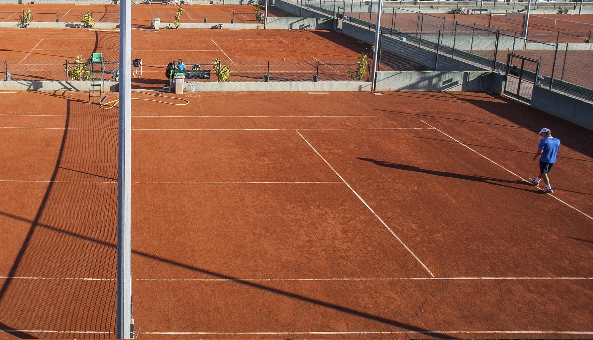 Tennis in Palmanova, tenis en mallorca , tennis in mallorca , tennis a Mallorca, play tennis in Majorca , guillermo vilas academy en Palmanova