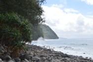 Vue de la côte Est, à Lulep. L'accès par bateau est difficile de ce côté de l'île car la mer y est particulièrement agitée.