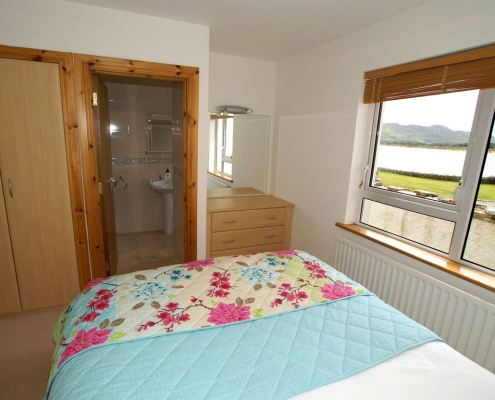 Golf Lodge at Portsalon Donegal - ensuite bedroom