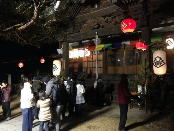 People lining up before Tosenji