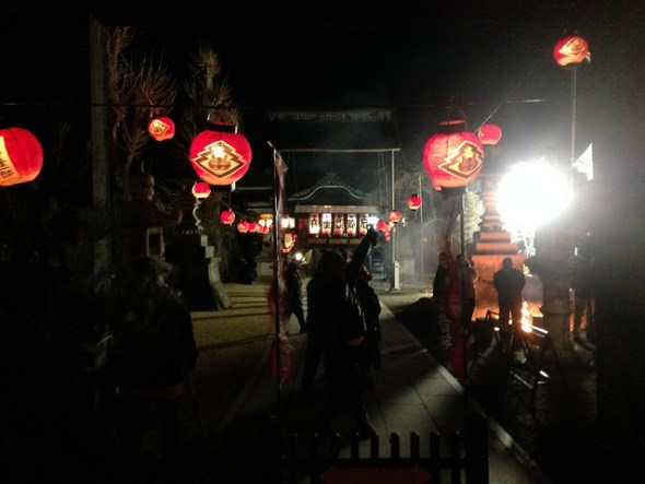Tosenji lit up in red paper lanterns