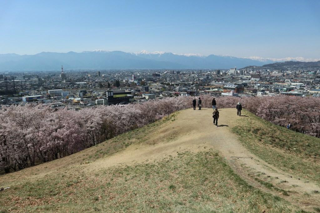 สุสานเก่าแก่ ภูเขาโคโบยามะ
