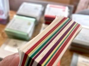 大人の女子旅のお土産に、松本ならではの「色紙メモ」はいかが?