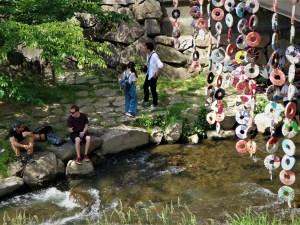 涼やかな女鳥羽川の畔「水辺のマルシェ」