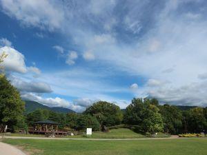 外国人観光客にも人気 街中のグリーンスポット 九月の「あがたの森公園」