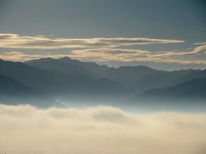 霧の朝は ちょっと高いところから