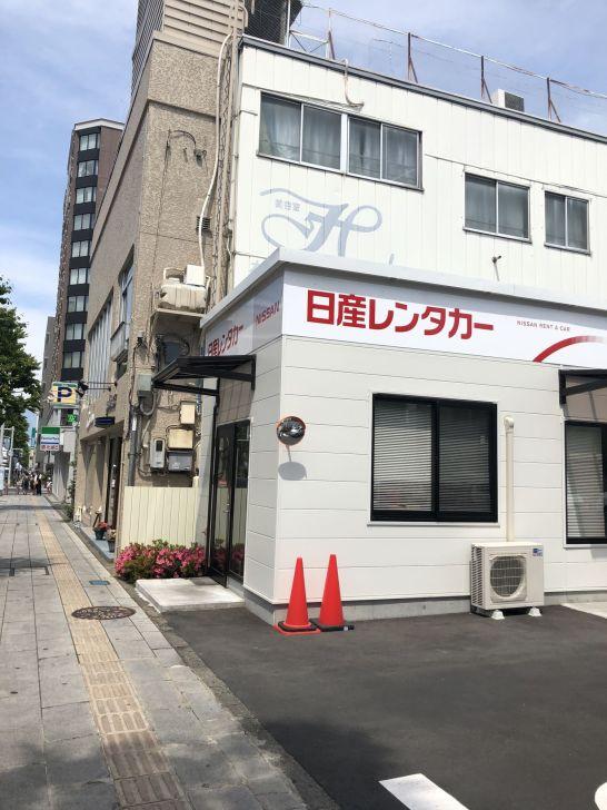 ร้านจะอยู่ติดถนนทางฝั่งซ้ายมือ