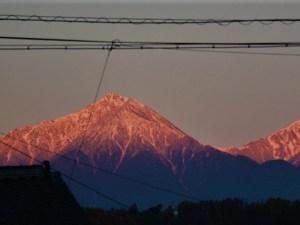 朝焼けが山を染める季節になりました!