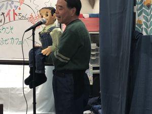 民间艺人的木偶表演