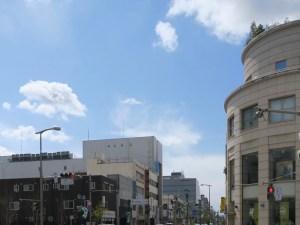 雲が近い街